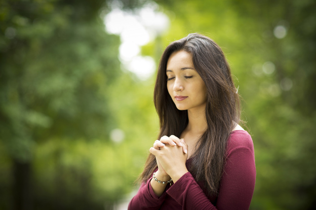 Woman,Hands,Praying,On,Outdoors,Black,And,White